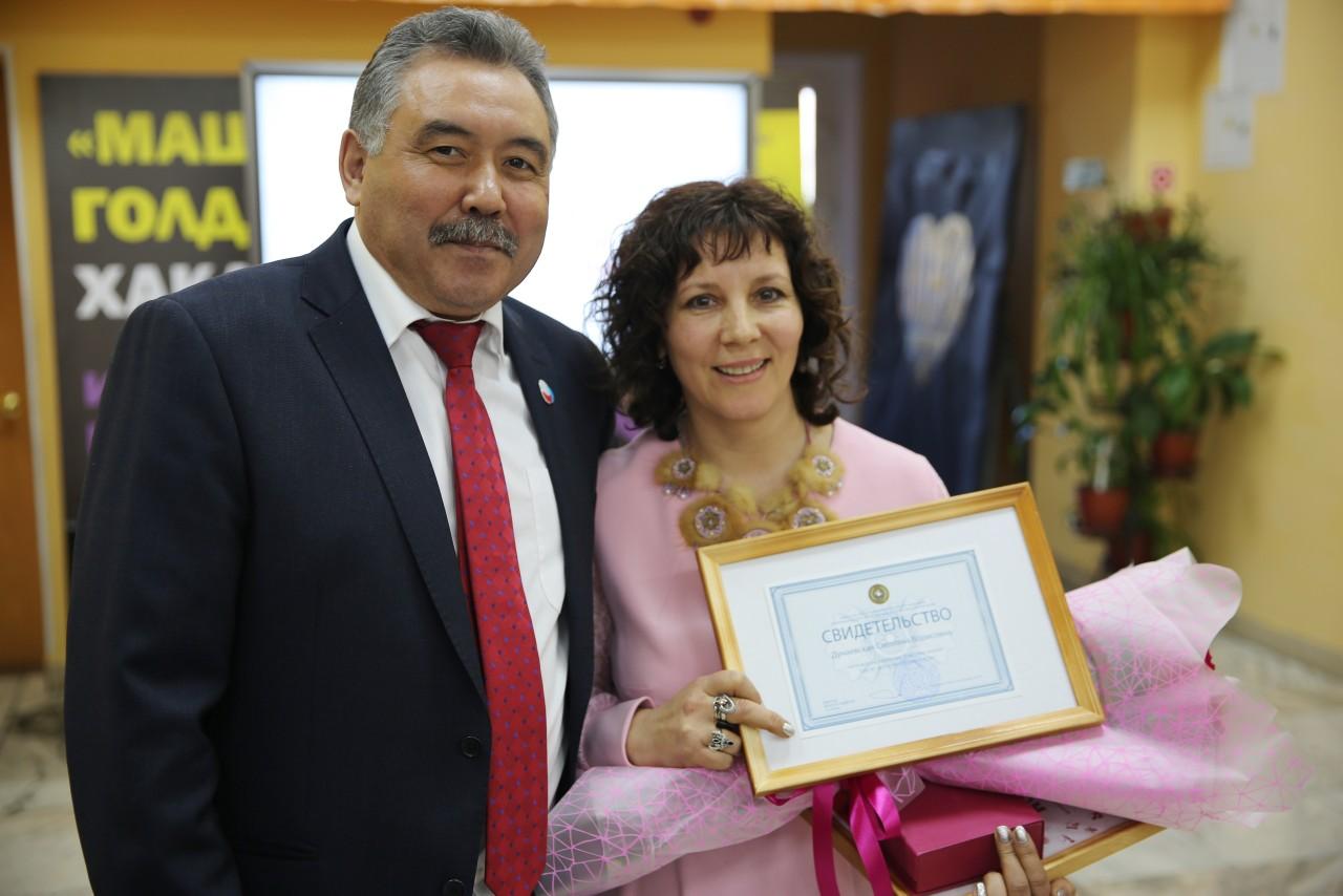 Педагог из Усть-Абаканского центра детского творчества будет участвовать во Всероссийском конкурсе «Сердце отдаю детям»