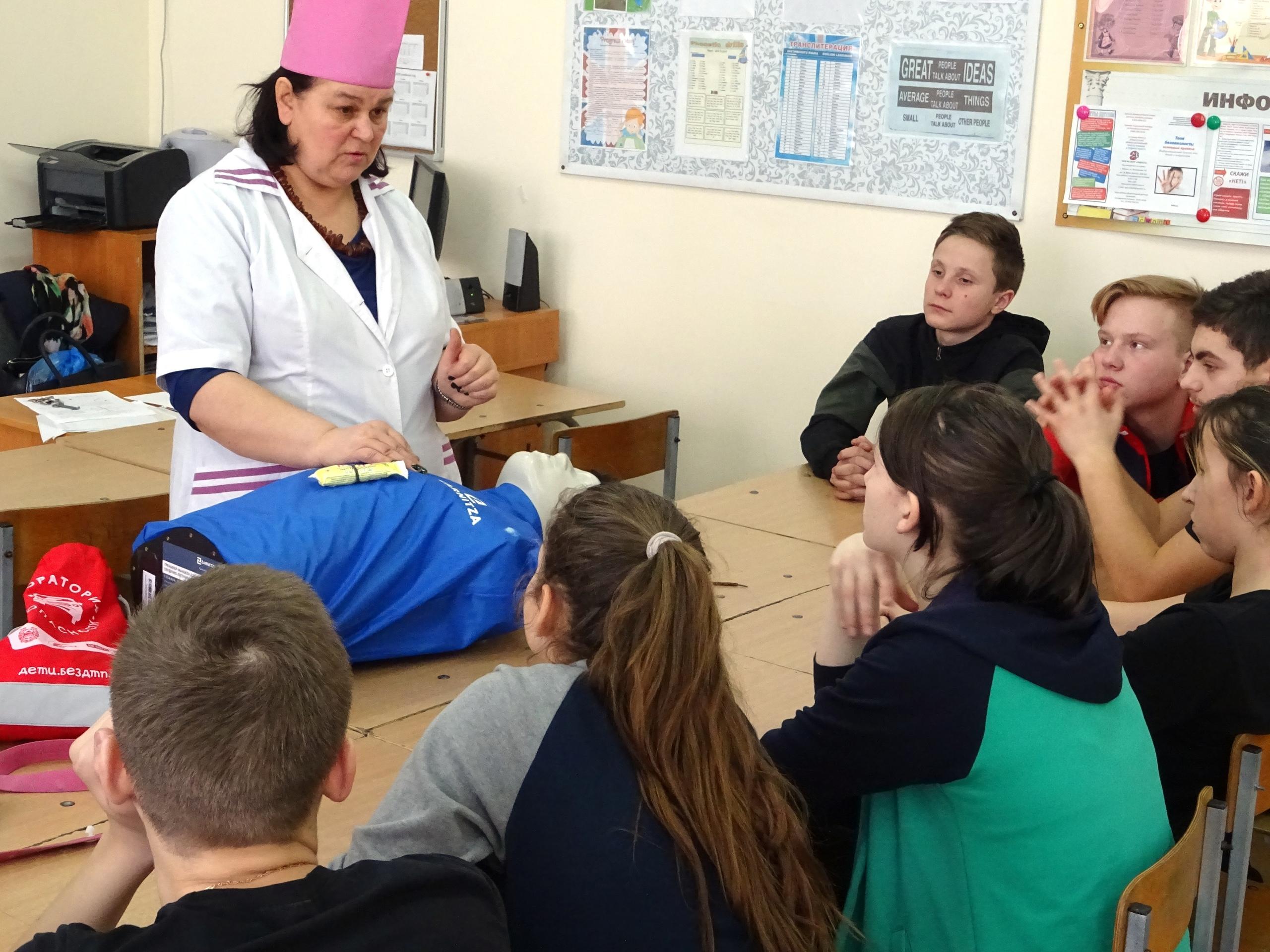 Мастер-класс по оказанию первой помощи прошёл в Усть-Абаканской школе среди учащихся 9 классов
