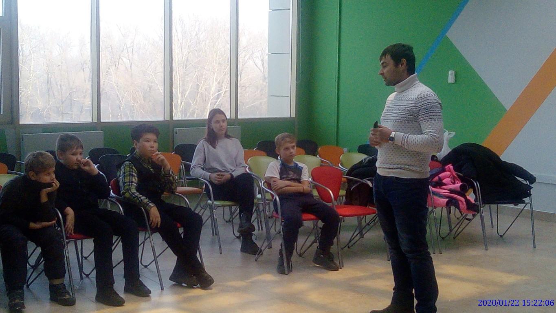 Детский технопарк Кванториум Хакасии посетил начальник штаба регионального отделения Всероссийской военно-патриотической организации детей Дмитрий Передерин