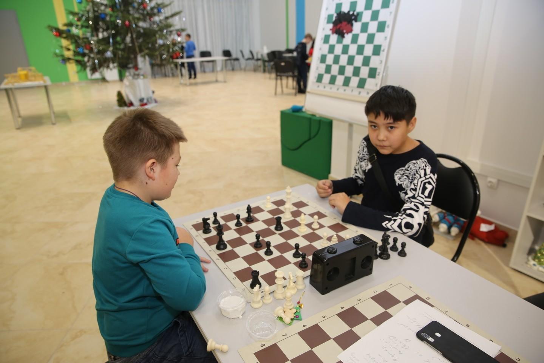 26 декабря в помещении «Кванториума» в рамках новогодней сессии технопарка прошли соревнования по шахматам между обучающимися Республиканского центра дополнительного образования
