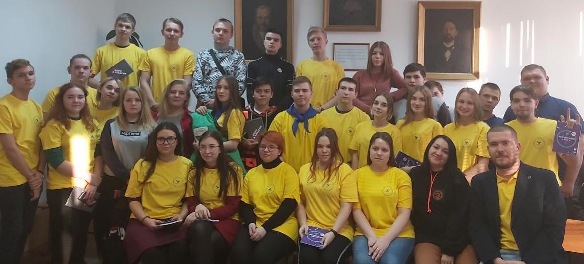 Волонтёрский отряд Республиканского центра дополнительного образования совместно с волонтёрами Хакасского политехнического колледжа приняли участие в мероприятии «Волонтёрская книжка» 30 января 2020 года