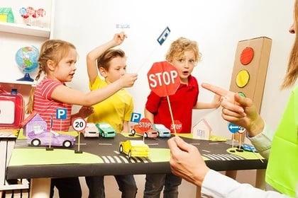 Лучшие обучающие материалы по безопасности дорожного движения для детей получат образовательные организации каждого региона РФ