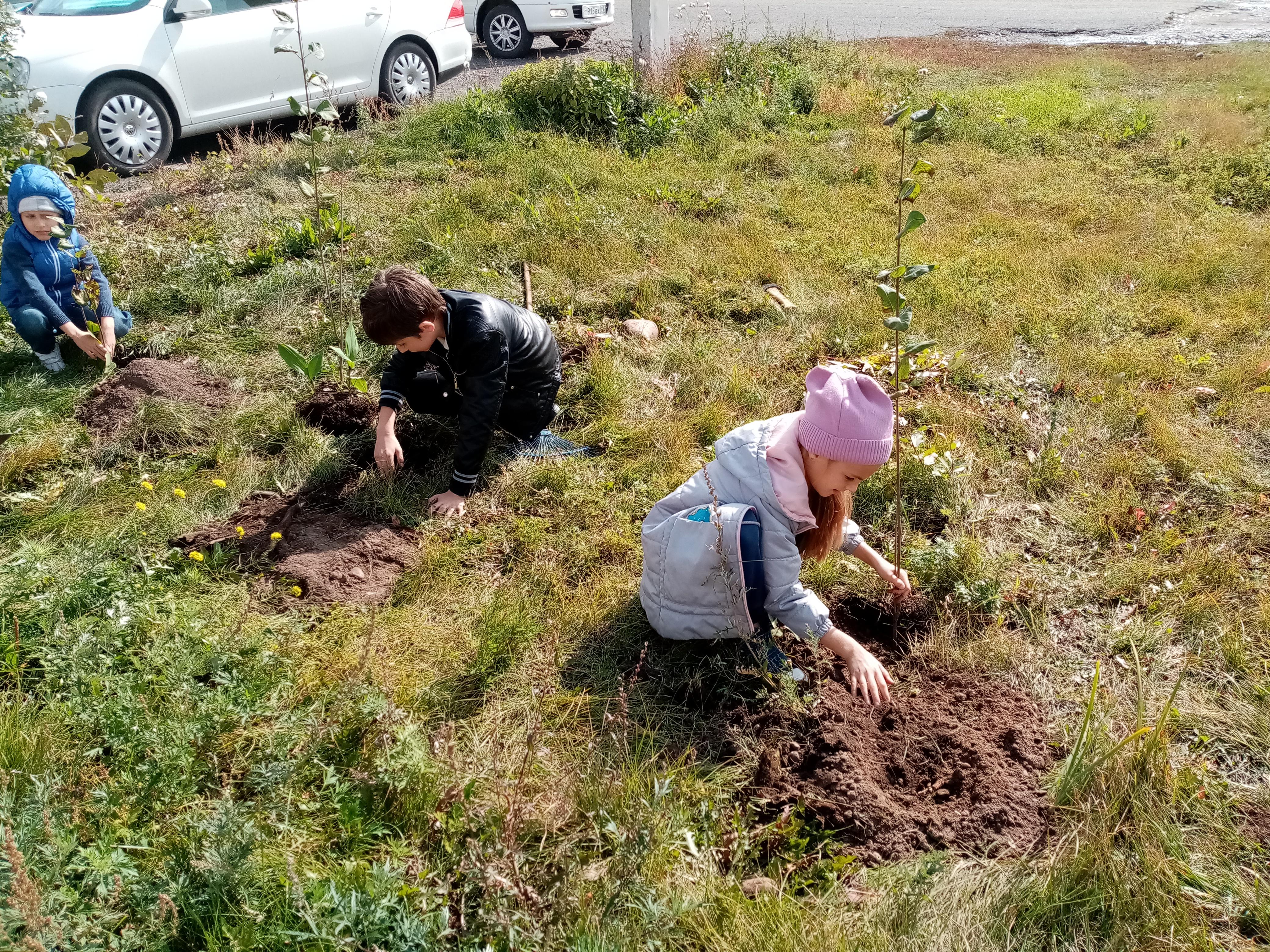 Члены клуба «Юный натуралист» приняли участие во Всероссийском экологическом субботнике «Зелёная Россия»