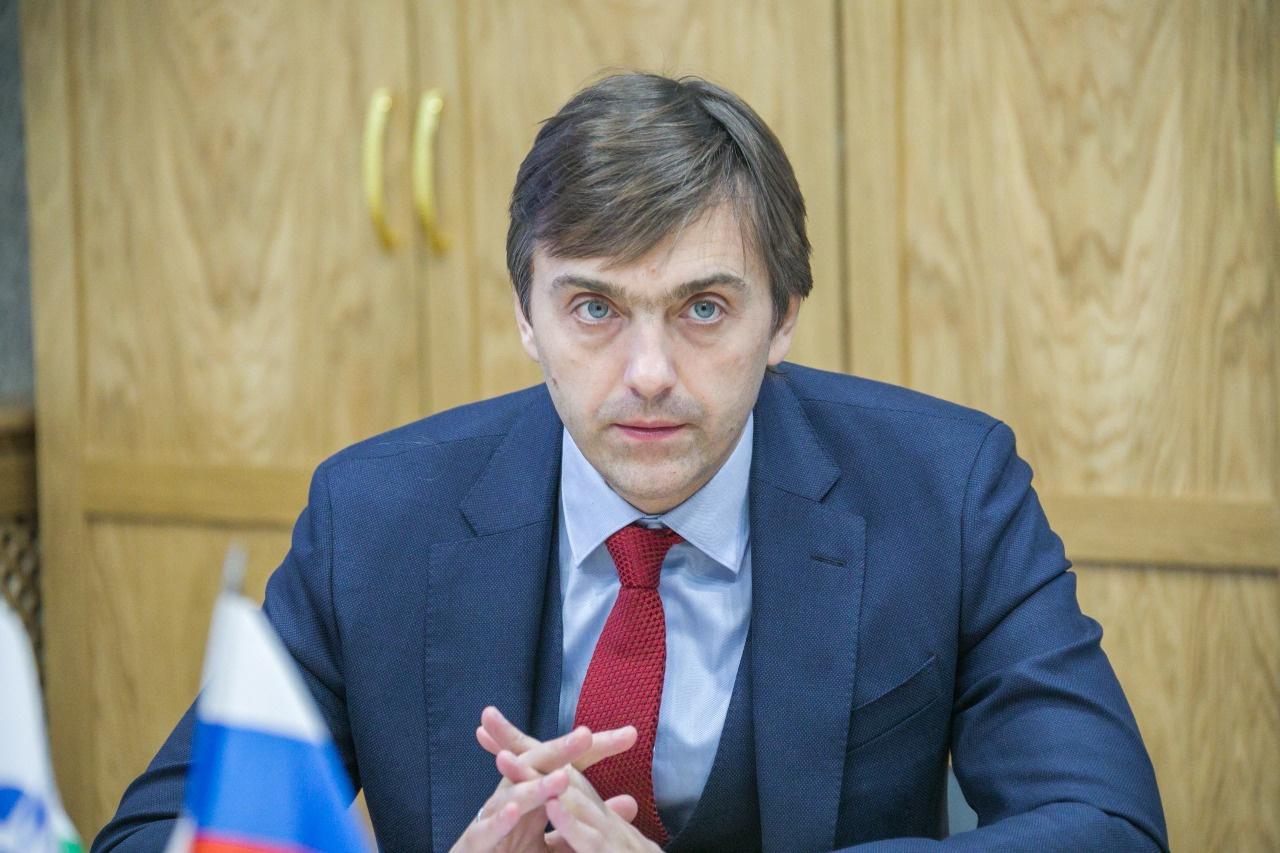 Министр просвещения РФ Сергей Кравцов ответит на вопросы родителей из всех регионов страны